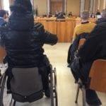 Barriere architettoniche in Municipio: un percorso ad ostacoli per Cinzia dalla sua sedia a rotelle (#VIDEO)