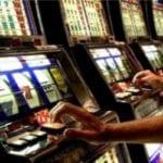 """Ludopatia: """"L'uomo d'azzardo"""", la presentazione del libro a Scauri – VIDEO"""