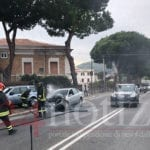Auto in fiamme su via Unità d'Italia, sul posto i Vigili del Fuoco