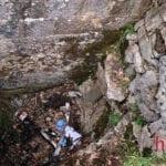 """Incidente sulla provinciale, centauro """"in buca"""": inghiottito da un pozzo"""