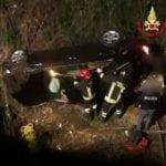 Incidente tra due auto a Latina, una vola in un fossato