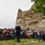 H24Pics – Peppe Servillo alla Torre di Scauri per la rassegna 'Solcare Minturnae'