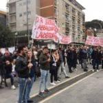 Caos 118, porte chiuse ai lavoratori in protesta sotto la Regione – VIDEO