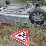 Incidente sulla Flacca, auto si ribalta: ragazza di Fondi in ospedale