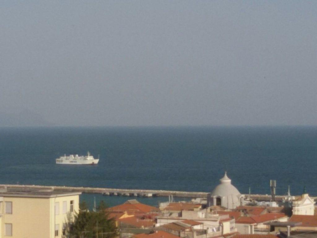 Formia Traghetto Un Ora Nel Golfo In Attesa Di Attraccare