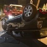 Incidente notturno sul lungomare di Formia: auto si ribalta