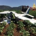Ultraleggero precipita in un campo, soccorso il pilota