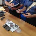 Oltre mezzo chilo di hashish in casa, arrestato 20enne di Minturno