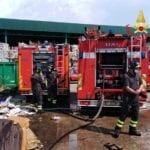 Incendio al deposito rifiuti di Latina Scalo, intervengono i Vigili del Fuoco