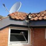 Paura a Formia, fulmine si abbatte sul tetto di un condominio
