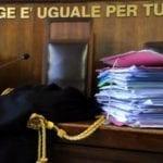Fondi, botte alla compagna e minacce ai carabinieri: nega tutto. Arresto convalidato e domiciliari