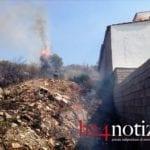 Fondi, incendio in periferia: minacciate anche le case