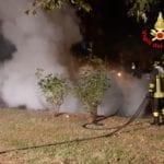 Auto in fiamme ieri ad Aprilia: ignote le cause del rogo