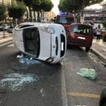 Formia, paura all'alba: auto ribaltata in via Vitruvio (#FOTO)
