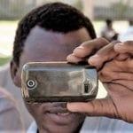 Richiedente asilo sorpreso a fotografare una ragazzina: denunciato