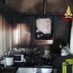 A fuoco la cucina di un'abitazione a Latina: intervengono i Vigili del Fuoco