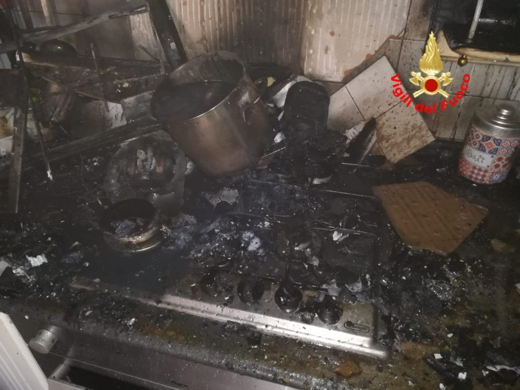 vigili del fuoco incendio cucina latina settembre 2018 2