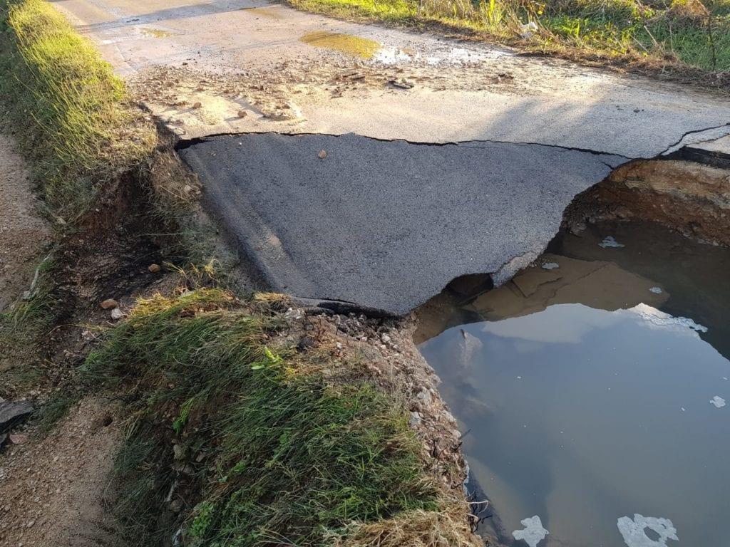 Fondi Mobili Per Piscina : Fondi maxi voragine in strada l asfalto sprofonda la via