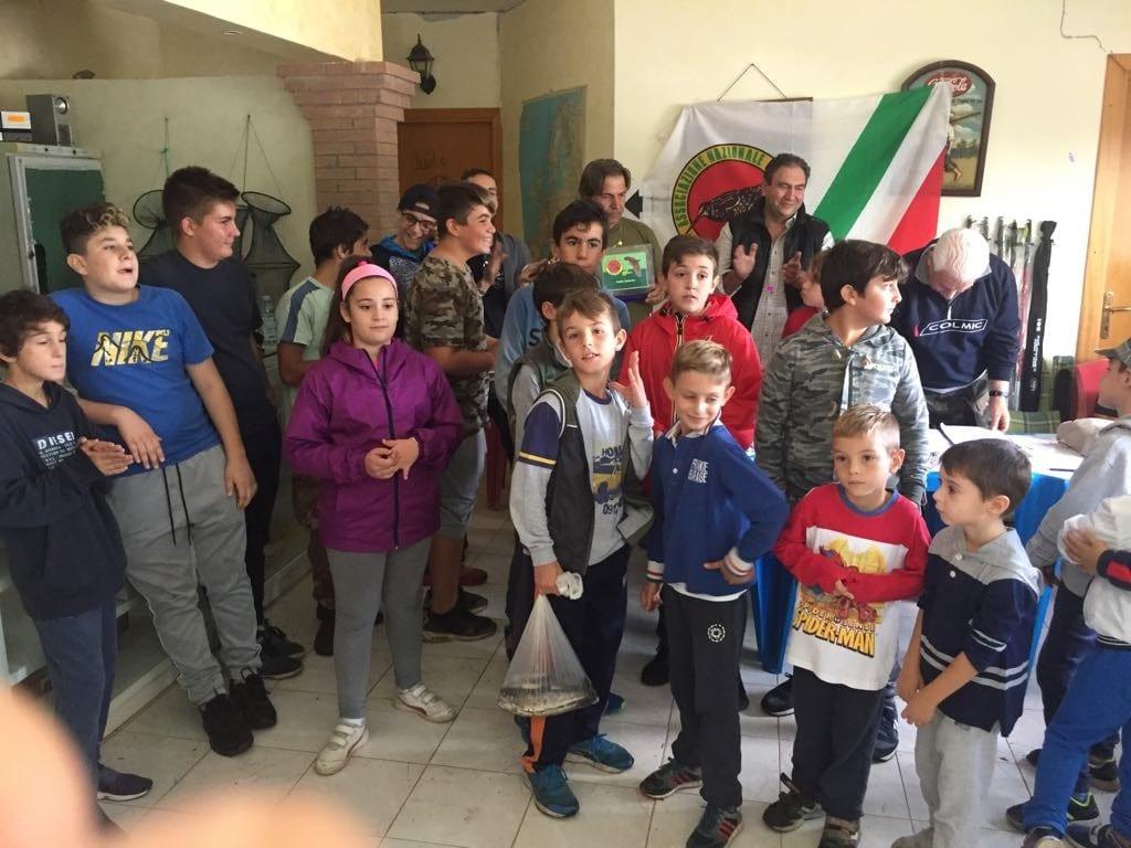 Giovani pescatori a Pontinia (2)