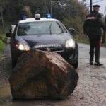 Aprilia, cade grosso masso in strada: nessuna conseguenza