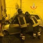 Incidente in galleria: due persone estratte da un'auto grazie all'intervento dei Vigili del Fuoco