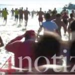 'Un tuffo nel 2019': a Gaeta il tradizionale bagno di Capodanno (#VIDEO)