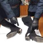 Nascondeva eroina nei tacchi degli stivali: arrestata una donna di Fondi