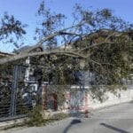 Forte vento a Itri, danni al Museo del Brigantaggio e strade bloccate