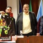 Cisterna, bilancio approvato: il sindaco con l'autografo di Valentino Rossi