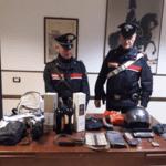 Si introduce in una casa e mette a segno un furto ma viene arrestato dai Carabinieri