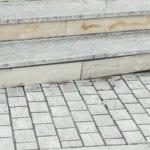 Scale pericolose alle case popolari di Minturno: la segnalazione