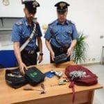 Rubano in un'auto parcheggiata, due giovani arrestati dai carabinieri