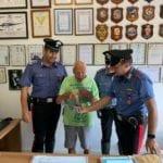 Minaccia con una pistola un anziano e lo rapina: arrestato dai carabinieri