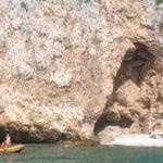 La Guardia Costiera salva un uomo rimasto bloccato nella grotta dell'Impiso