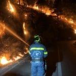 Incendi, ancora fiamme a lambire l'Appia. Raffica di roghi tra Fondi e Itri