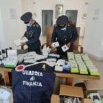 Maxi-sequestro, 40mila prodotti contraffatti in un capannone. Tre denunce