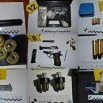 Pistole, munizioni e… una maschera da clown: 31enne arrestato