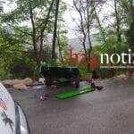 Tamponata da un'auto, motozappa cade nel sottobosco: un ferito