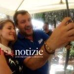"""Salvini a Terracina: prima il comizio, poi si attovaglia col """"ras"""" di Forza Italia"""