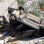 Incidente a Gaeta, auto vola in un canale in secca