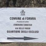 """Il """"quartiere degli esclusi"""" entra – polemicamente – nell'itinerario turistico: da via delle Fosse prosegue la battaglia"""