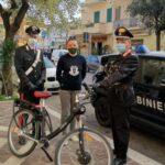 Bicicletta elettrica rubata, denunciato un giovane