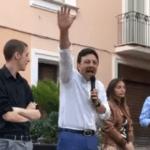 """Braccio teso del candidato sindaco FdI, è polemica: """"Criminale"""". Lui: """"Fascista? Querelo"""""""