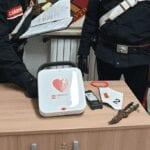 Ruba un defibrillatore da una colonnina pubblica, 44enne denunciato