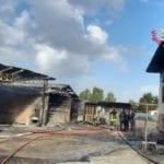 In fiamme un capannone a Sabaudia, intervengono i vigili del fuoco