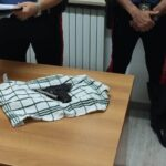 Donna in scooter armata di pistola: arrestata dai carabinieri