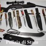 Minacce di morte per una donna contesa, in casa spuntano machete, pugnali e candelotti esplosivi: denunciato