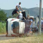 Pauroso incidente a Fondi, auto si ribalta dopo una carambola