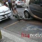 Auto investe bici: ciclista ricoverato in gravi condizioni al Goretti