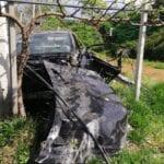 Aprilia, grave incidente sulla Pontina: auto precipita fuori strada